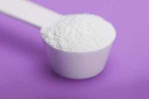 glucosamine powder on a spoon